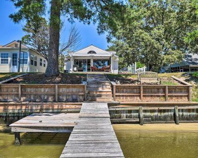 Riverfront Cottage: Fire Pit, Kayaks & Paddle Boat - Pine Top