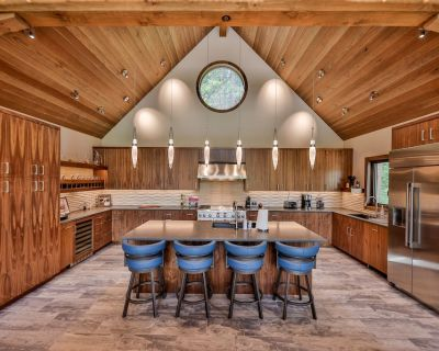 Luxury Mountain Modern New Build - private hot tub, ski in/out, gated community - Winter Park