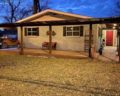 Maison Attakapas-- Entire house with great features & location! - Lafayette