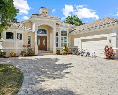 Luxury Waterfront Home with Pool, Spa & Dock/Gulf Access- Walk to the Beach - Villa Coral Breeze - Yacht Club