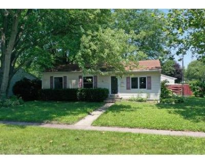3 Bed 1 Bath Preforeclosure Property in Rochelle, IL 61068 - Lakeview Dr