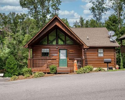 Goldilocks and Her 3 Bears: Hot Tub, Nearby Dollywood, Mountain Views & HOA Pool - Pigeon Forge