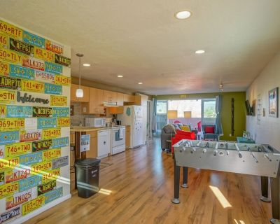 Explore NM! 2bd/2ba, walk to UNM, King bed, Balcony - University Heights