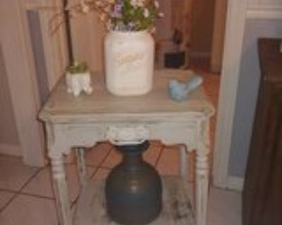 vintage side/accent table