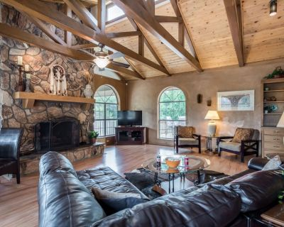 Bring a group of up to 20 to stay in this picturesque mountain retreat in the pr - Alto