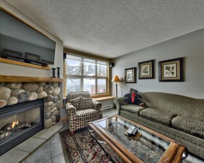 Spacious 3 level condo with 3 bedrooms and easy access to ski runs - Sun Peaks