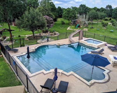 Willow Run Estate, King Bed, Pool, Hot tub, Lake, Dock, Playground Sleeps 9