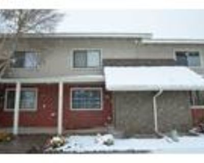 Townhome priced to sell fast in D20!
