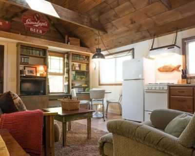 Relax in our cozy cabin/ Lake Wissota! (Easy self check in). - Lake Wissota