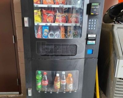 Used Seaga Snack and Drink Combo Vending Machine 22 Select