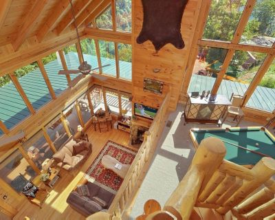 Spacious cabin with endless views, game room, and hot tub. - Pigeon Forge