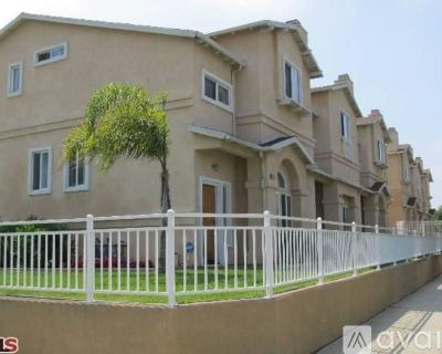 Roommate for TriLevel 3 bedroom 2.5 Bath Townhouse