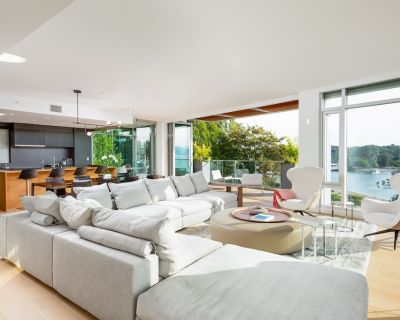 Stunning 3 level Penthouse on coveted Sunset Beach with private rooftop patio - Davie Village