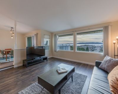 Private Townhome w/ water view near Seatac Airport - Des Moines