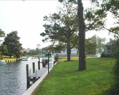 Waterfront Getaway with Deep Water Dock Off I.C.W - Bring your boat or jet skis - Newport