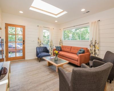 Hot & Chic Mississippi District -Fresh, Bright & Modern Bungalow - Mississippi District