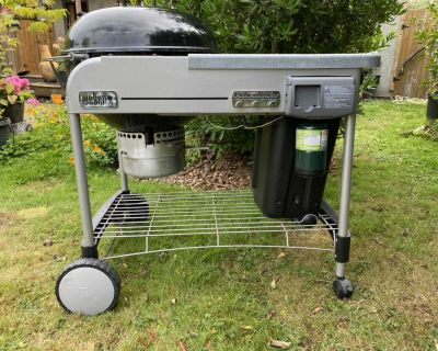 Weber 22 inch performer deluxe charcoal grill