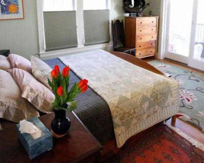 A Village Bed and Breakfast - King Suite - Newtonville