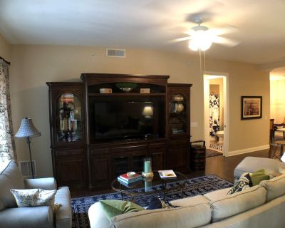 Beautiful renovated 2BA/2BR furnished condo in The Residences at Coconut Point. - Estero