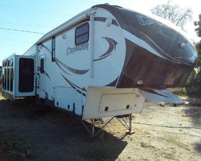By Owner! 2013 35 ft. Forest River CRUSADER 325RES w/3 slides