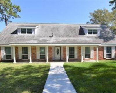 3027 Sherwood Oak St, Dickinson, TX 77539 5 Bedroom Apartment