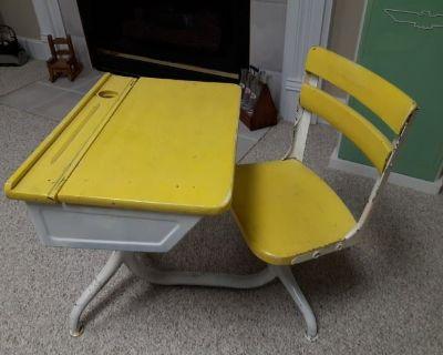 Estate sale with Vintage/MCM items