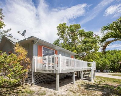 BAYWATCH CABIN- PET FRIENDLY WITH DOCK ON CAPTIVA AVAILABLE JUNE 5TH - 12TH! - Captiva