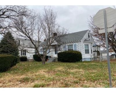 3 Bed 1 Bath Preforeclosure Property in Louisville, KY 40215 - Berry Blvd