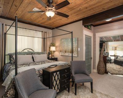 Bow-wood Suite @ BoisD Arc Bungalow & Suites - Rustic/Romantic Getaway - Kerrville