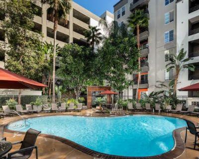 AO Santa Monica Apartments