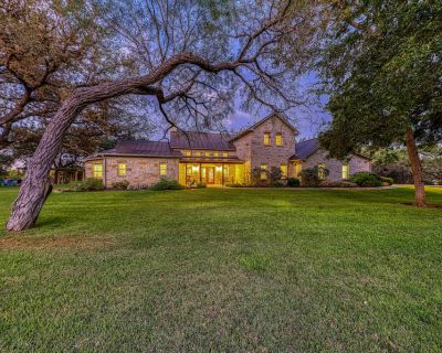 Beautiful luxury wine country riverfront house on the Pedernales - dog-friendly! - Fredericksburg