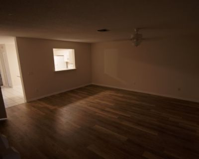 Private room with shared bathroom - Orlando , FL 32828