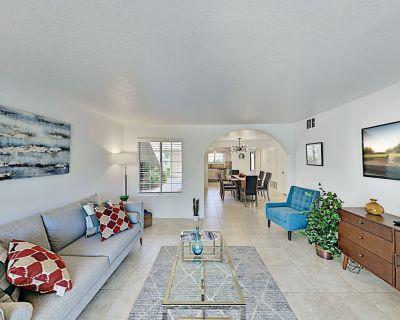 Gated Resort Condo | New Furnishings, Pool, Hot Tub & Tennis | Walk to Dining - Palm Springs