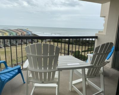 The Beach Hive: Ocean view condo in the heart of Emerald Isle - Emerald Isle