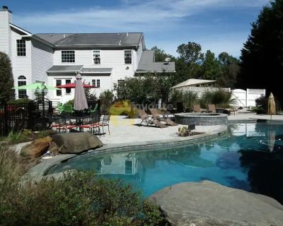 Waterfront 5 bedroom house with gorgeous pool in Crownsville