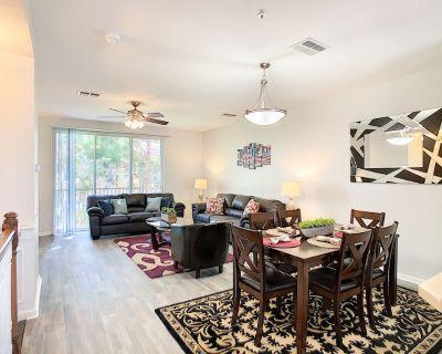 Vista Cay Luxury 3 bedroom 3 1/2 bathroom all tile floors Townhouse - Orlando