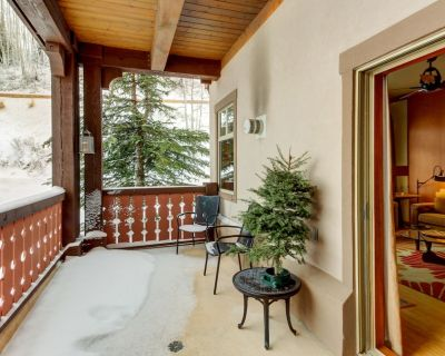Ski-in/ski-out from this condo near the lifts - plus pool, hot tub, & sauna - Solitude