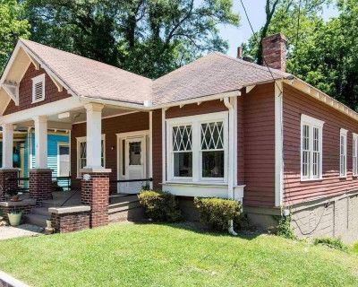Charming Historic Bungalow with tons of character and warmth: Ideal for TV and Film Productions, Commercials, and Photoshoots, Atlanta, GA