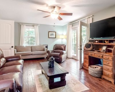 Two-Story Home w/Two Decks, Gas Grill, Outdoor Fireplace, Free WiFi - Dogs OK - Hiawassee