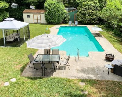 New-Kent Island House with Pool and Bay Views! - Stevensville