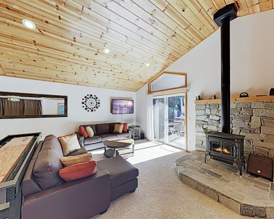 Alpine Haven: Spacious West End Donner Lake Home w/ Balcony & Game Tables! - Donner Lake Woods