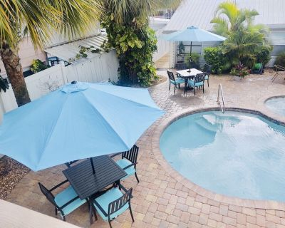 Rental on Canal, Pool Hot Tub, Close To Beach /Downtown/Free Wifi/Grill/AC - Fort Myers Beach