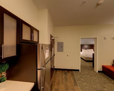 24 Hour Business Center + Indoor Pool | Close to University of Michigan - Bryant Pattengill East