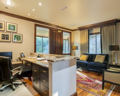 357 Sq. Ft Unit G Exec Office w/ 2700 Sq. Ft. of common space