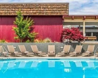 Vacation in Red Lion Hotel Kennewick Columbia Center, Pool, Restaurant! - Kennewick