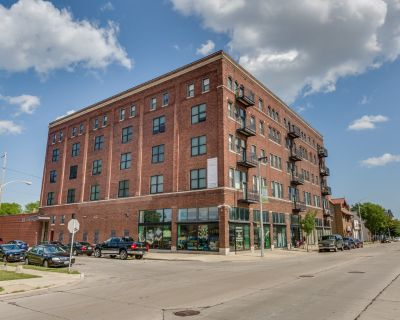 Large Open 2-story Office Area with Additional Private Offices