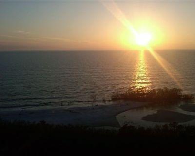 11th Floor Gulf Beachfront Condo, Great Views! WiFi - South Island