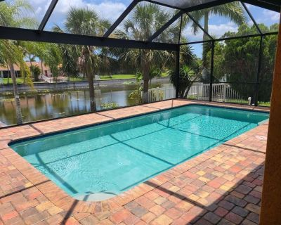 Relax in Style! Heated Salt Pool, Southern Exp. Freshwater Canal. 4/2, Sleeps 8! - Cape Coral