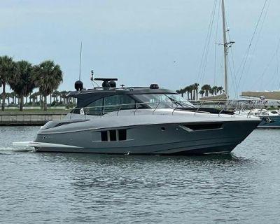 2016 Cruisers Yachts 45 Black Diamond Cantius