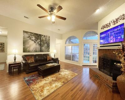 Pet-Friendly & Perfect! Jetted Tub, Patio, Ping Pong, PacMan - Rowlett